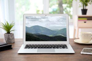 minimalism-clutterfree-desktop-workspace-brief